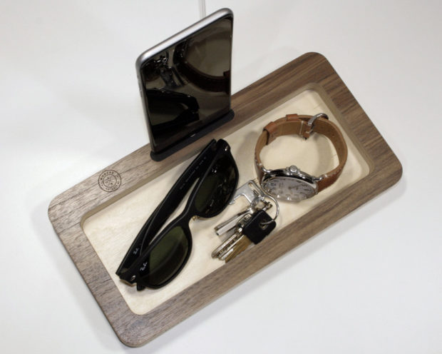 18 Inventive Handmade Dock And Stand Designs For Your Electronics (4)