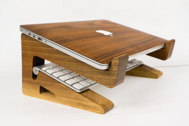 18 Inventive Handmade Dock And Stand Designs For Your Electronics (7)