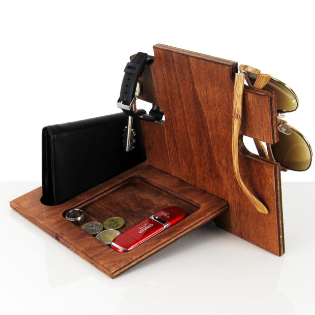 18 Inventive Handmade Dock And Stand Designs For Your Electronics (8)