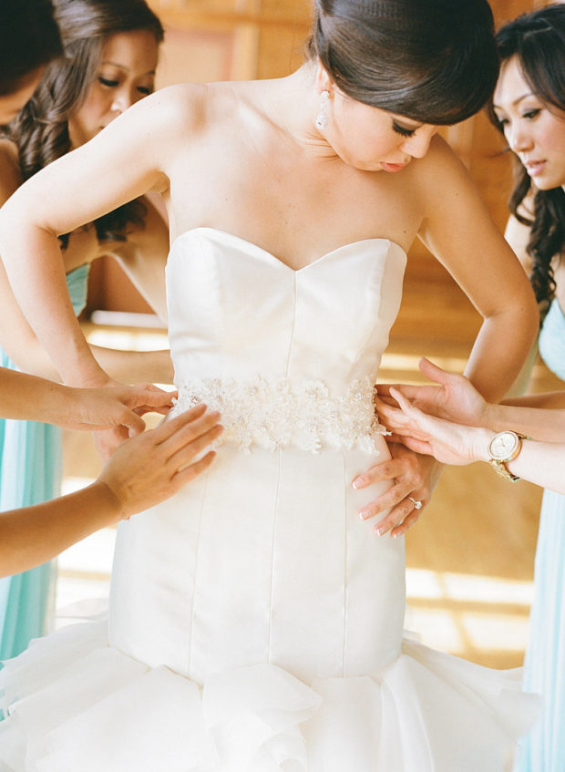 6 Things to Do When Buying a Wedding Dress Online