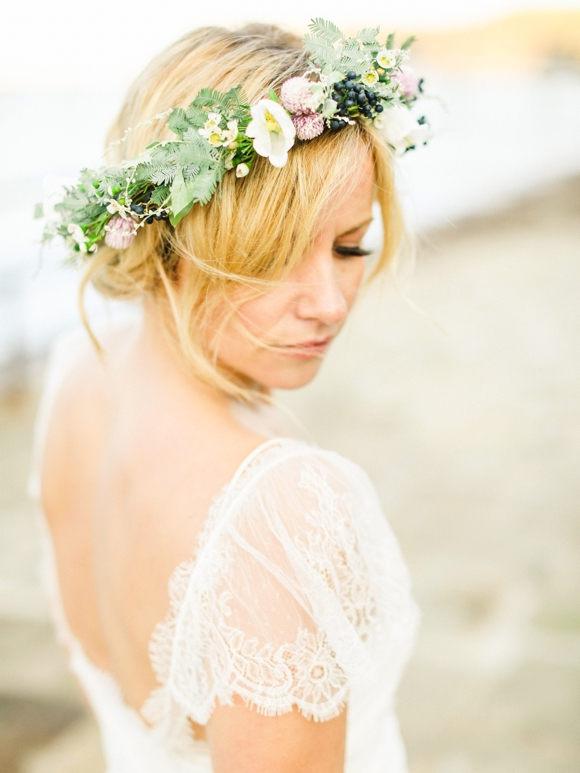16 Romantic Wedding Hairstyles Using Flowers
