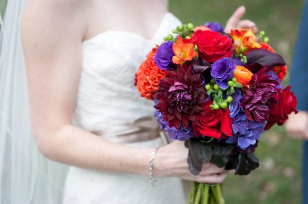 18 Gorgeous Wedding Bouquets in Vibrant Fall Colors