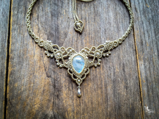15 Enchanting Handmade Moonstone Jewelry Designs You're Going To Adore (11)
