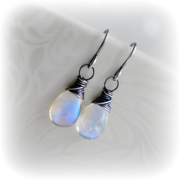15 Enchanting Handmade Moonstone Jewelry Designs You're Going To Adore (14)