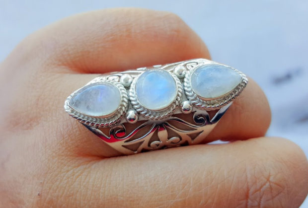 15 Enchanting Handmade Moonstone Jewelry Designs You're Going To Adore (9)