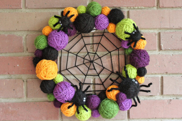 15-spooky-handmade-halloween-wreath-designs-to-decorate-your-front-door-with-13