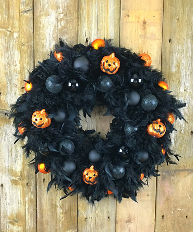 15-spooky-handmade-halloween-wreath-designs-to-decorate-your-front-door-with-15