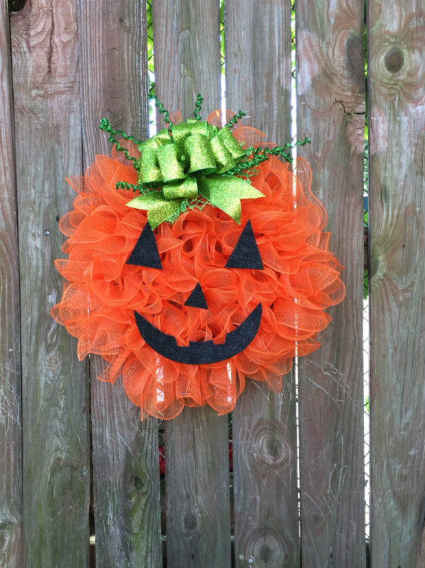 15-spooky-handmade-halloween-wreath-designs-to-decorate-your-front-door-with-4