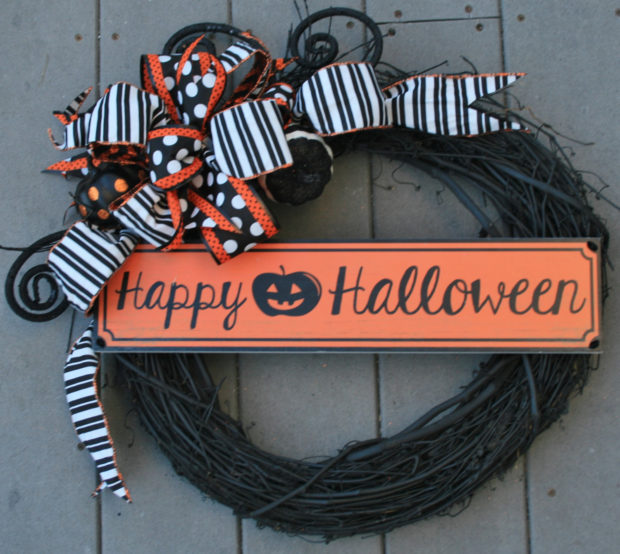 15 Spooky Handmade Halloween Wreath Designs To Decorate Your Front Door With