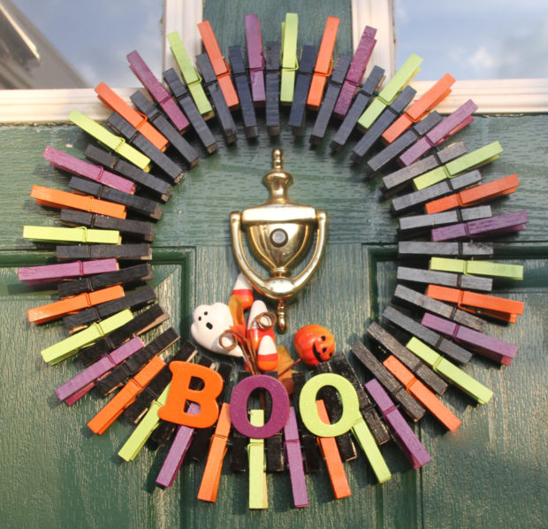 15-spooky-handmade-halloween-wreath-designs-to-decorate-your-front-door-with-6