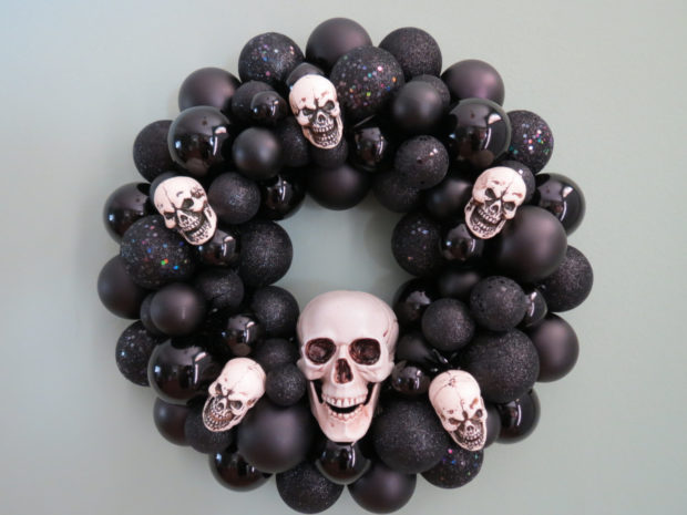 15-spooky-handmade-halloween-wreath-designs-to-decorate-your-front-door-with-9