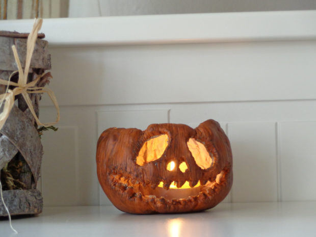 16 Scary And Creative Handmade Halloween Decorations For Your Halloween Party (4)
