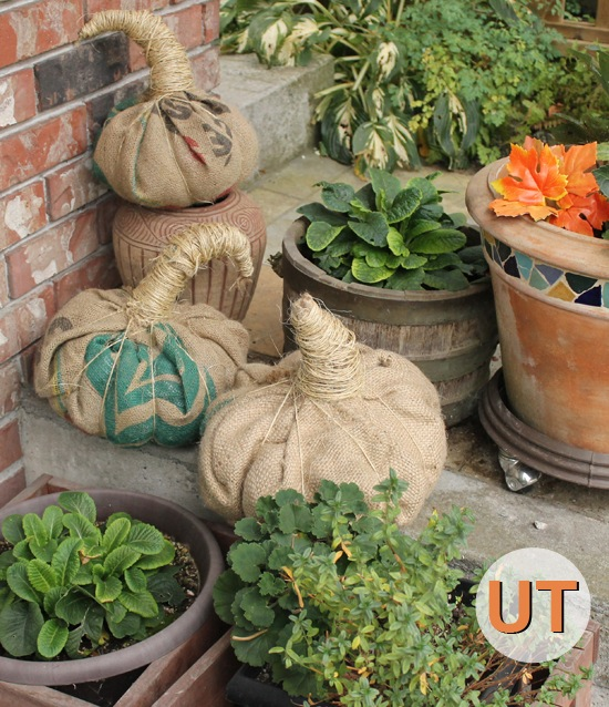 18 Creative DIY Burlap Fall Decorations