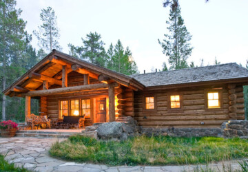 17 Lovely Small Mountain Cabin Designs Ideas - Small Mountain Cabin, rustic mountain house, mountain cabin exterior, mountain cabin