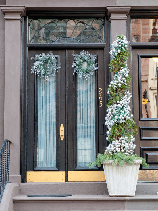 18 Festive Christmas Front Door Decorating Ideas Style