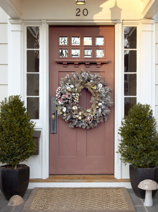 18 Festive Christmas Front Door Decorating Ideas