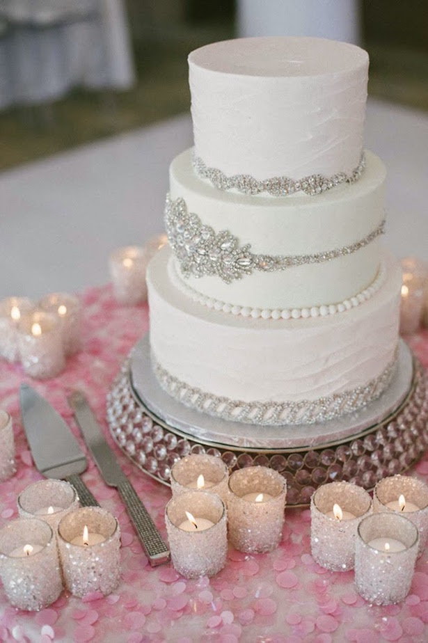 16 Magical Cake Ideas for Romantic Winter Weddings
