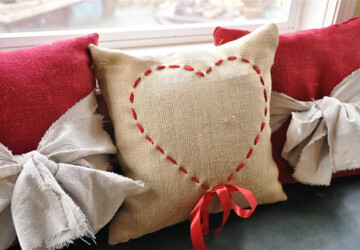 15 Adorable DIY Pillow Ideas for Valentine's Day - diy Valentine's day gifts, diy Valentine's day decorations, diy Valentine's day, diy pillows, DIY Pillow Ideas for Valentine's Day
