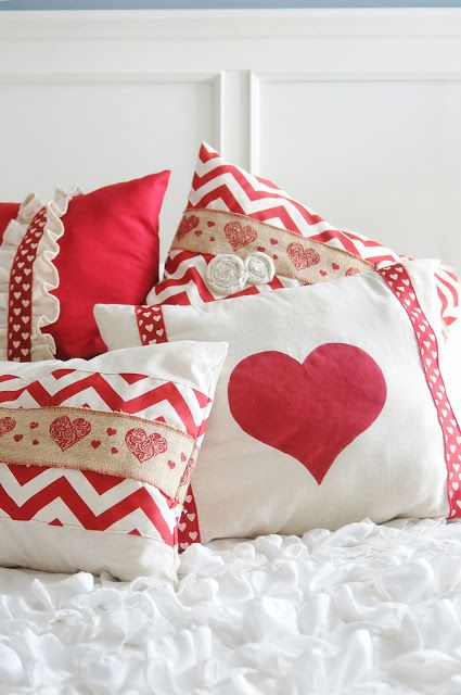 15 Adorable DIY Pillow Ideas for Valentine's Day