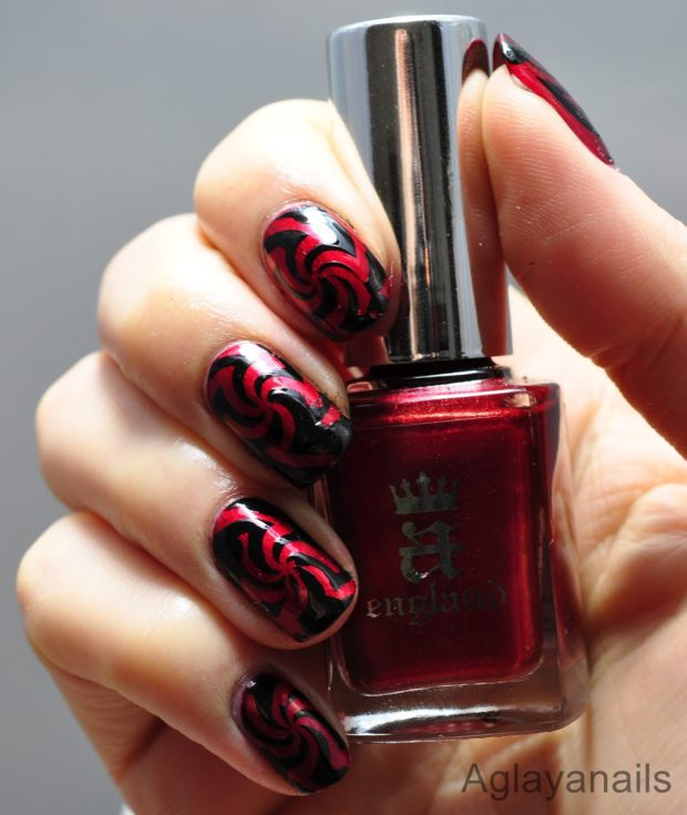 Red and Black Combination for Gorgeous Nail Art