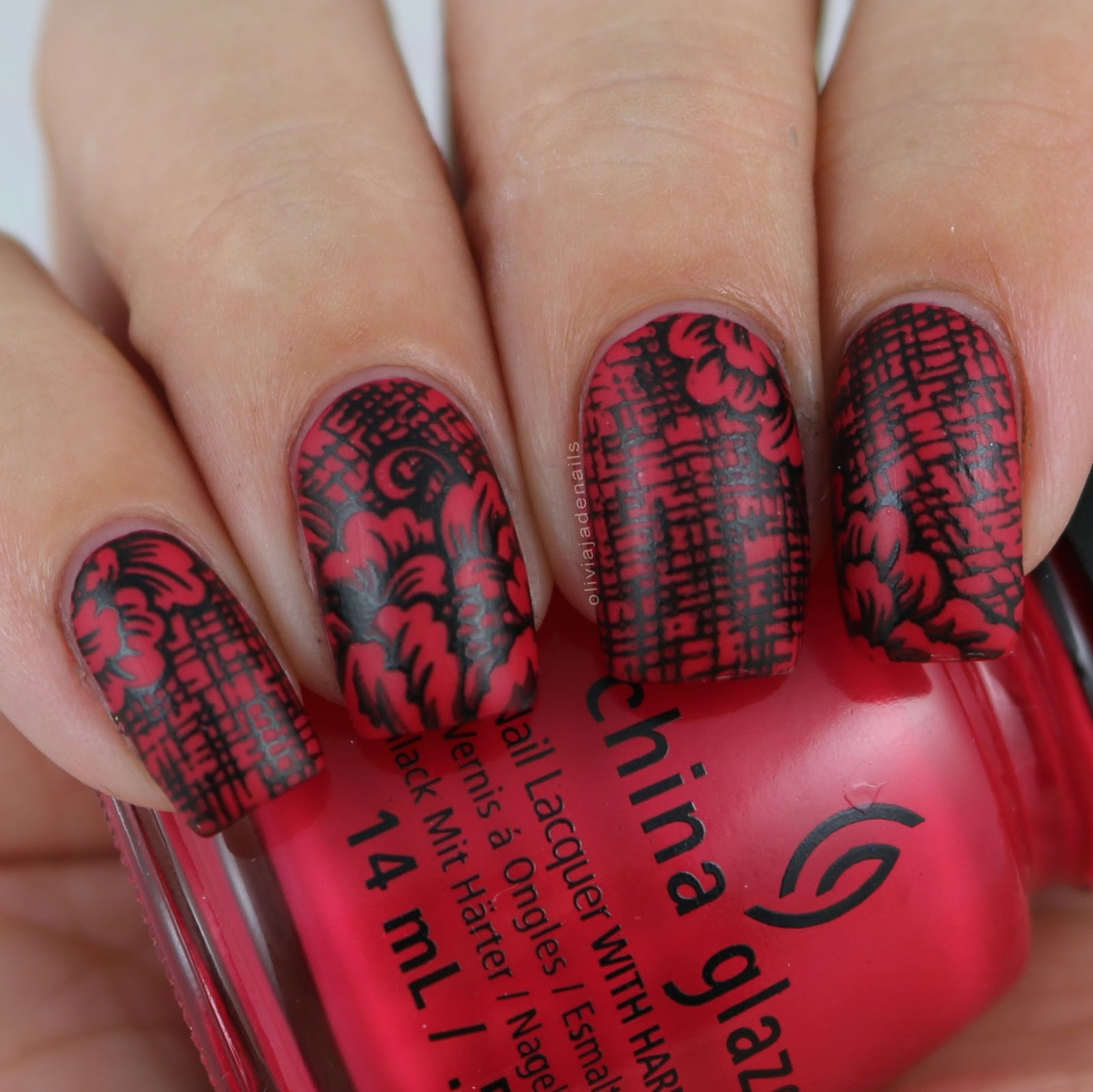 Red and Black Combination for Gorgeous Nail Art - Style Motivation