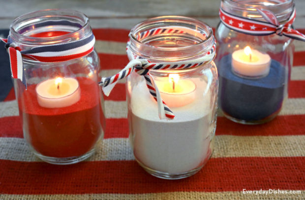 4th of July Crafts: 15 Red, White and Blue Centerpieces - diy centerpiece, diy 4th of July decorations, 4th of July party, 4th of July diy decor, 4th of July centerpiece, 4th of July