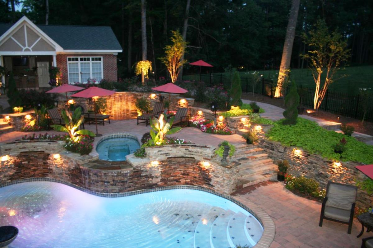 Backyard projects 15 amazing diy outdoor decor ideas for Outdoor pool decorating ideas