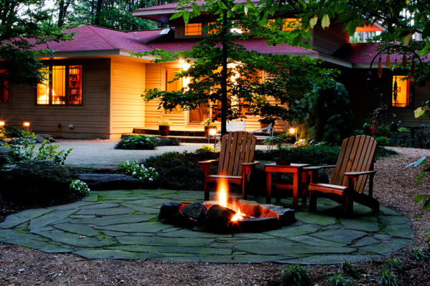 16 Fantastic Fire Pit Designs For Your Backyard