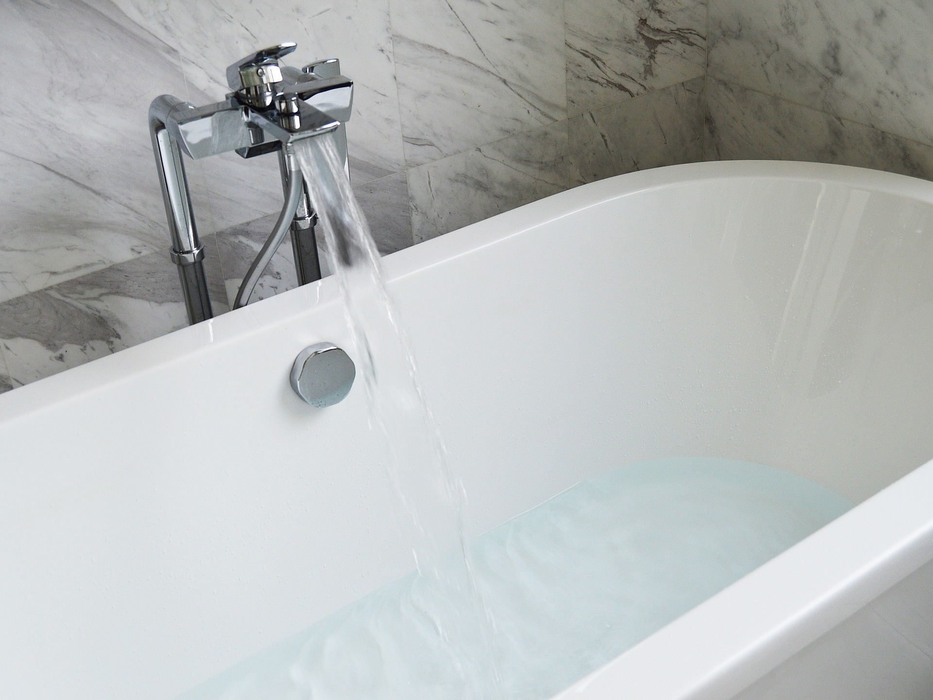 5 Easy Water Saving Tips in the Bathroom -