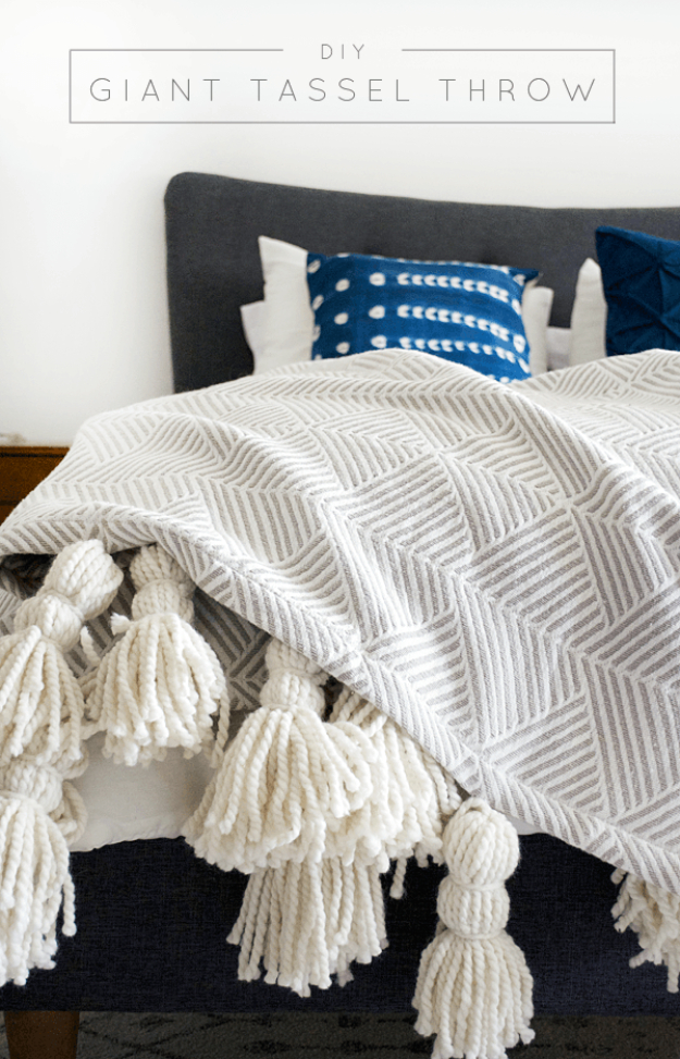 15 Chic DIY Blanket and Throw Designs You Can Make