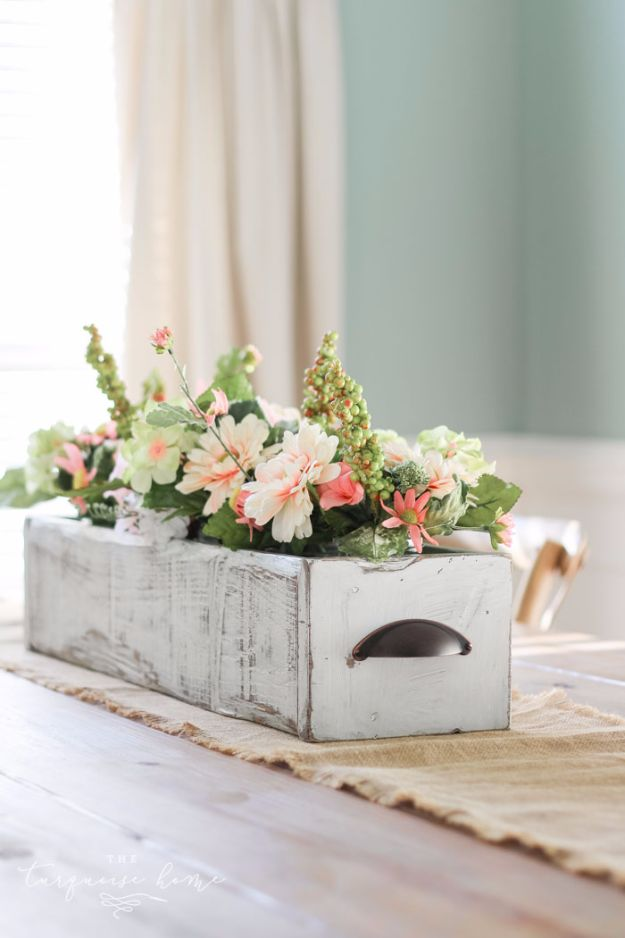 15 Chic DIY Country Decor Projects For A Farmhouse Look In Your Home