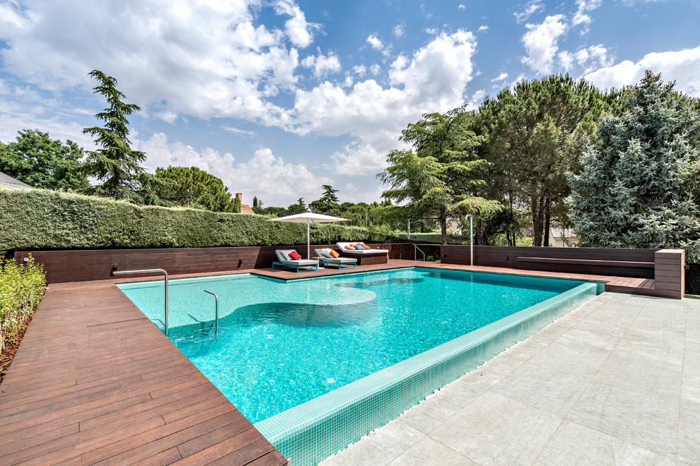 18 Picturesque Swimming Pools You Will Want To Have In Your Backyard