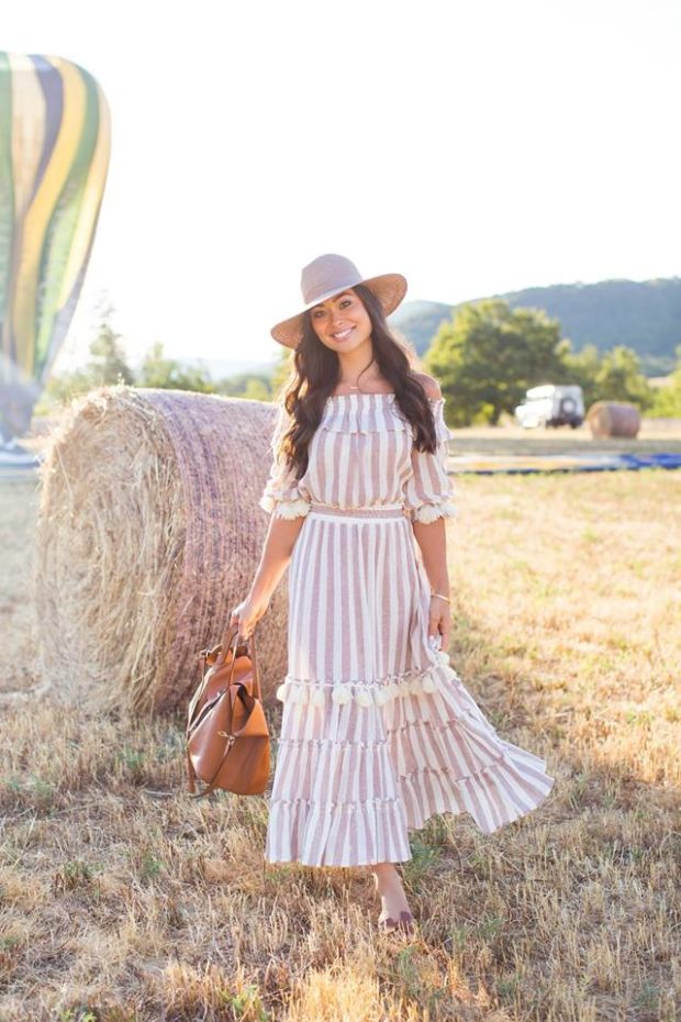 7906eb62a18 16 Casual Maxi Dress Outfit Ideas - Style Motivation