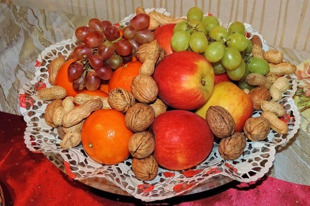 Healthy Snacking with Fruits and Nuts