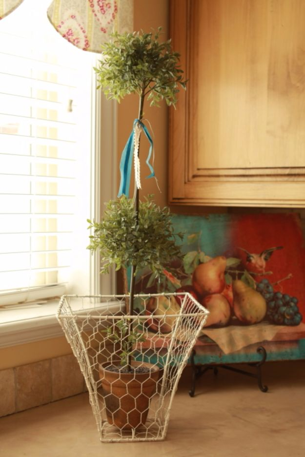 15 Awesome DIY Ways To Make Chicken Wire A Part Of Your Decor