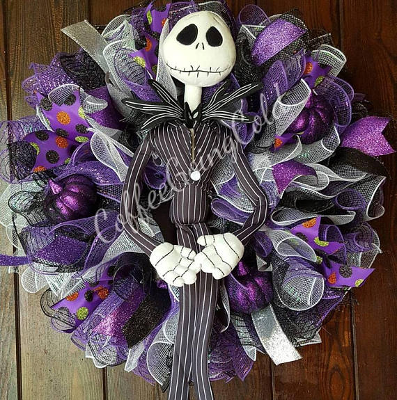 16 Spooky Handmade Halloween Wreath Ideas For Your Door
