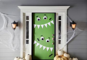 15 DIY Halloween Door Decor Ideas - Halloween Door Decor, DIY Halloween Wreaths, diy Halloween party, DIY Halloween Door Decor, DIY Halloween Door, diy Halloween decorations