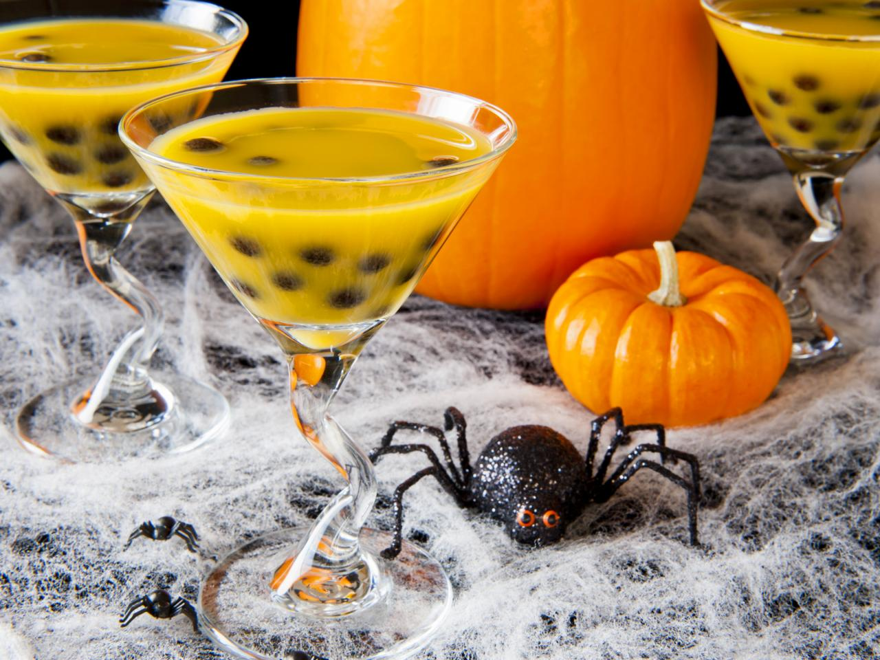 16 Fun and Spooky Halloween Party Drink Recipes and Ideas - Style ...