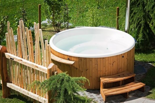 What Kind of Hot Tub Should I Buy?