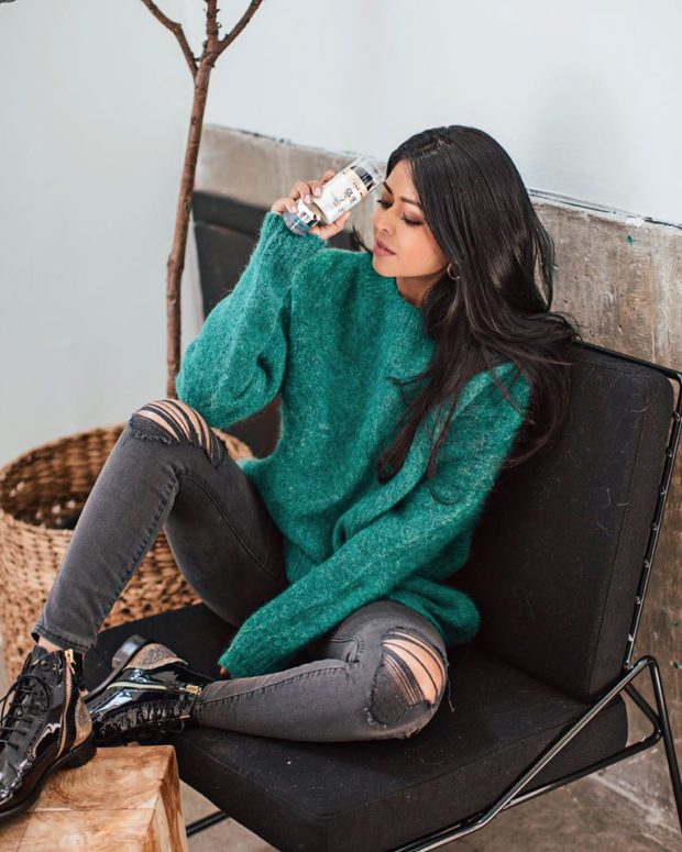 20 Stylish New Ways to Wear Your Sweaters