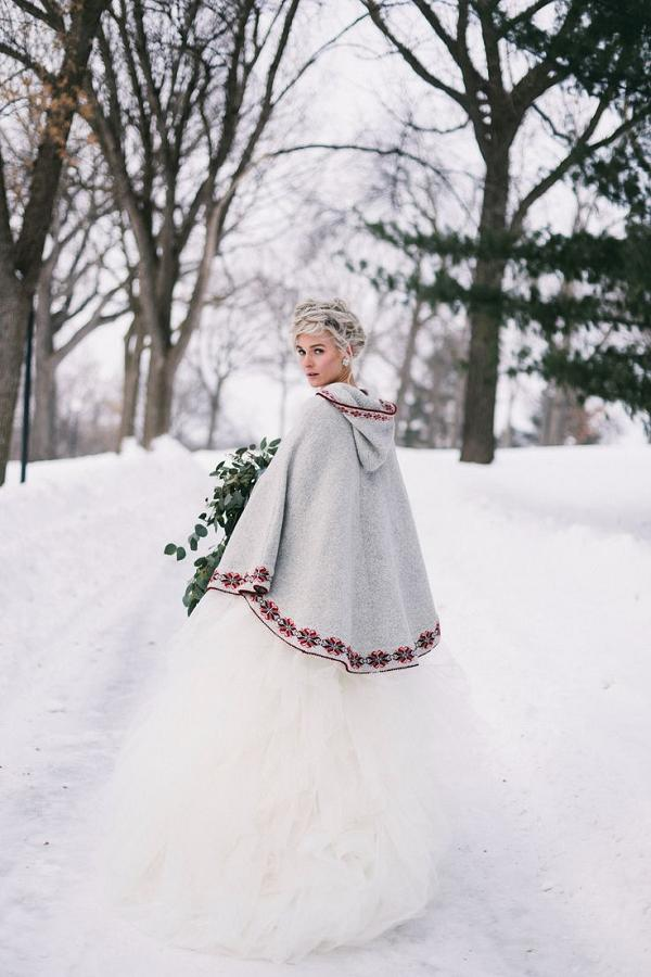 17 Winter Wedding Gowns You\'ll Love - Style Motivation