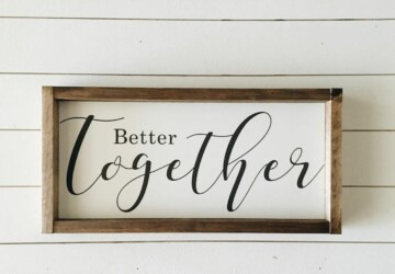 Rustic Charm Home Decor:15 DIY Wood Sign Ideas - diy wooden projects, diy wooden decorations, DIY Wood Sign Ideas, DIY Rustic Projects