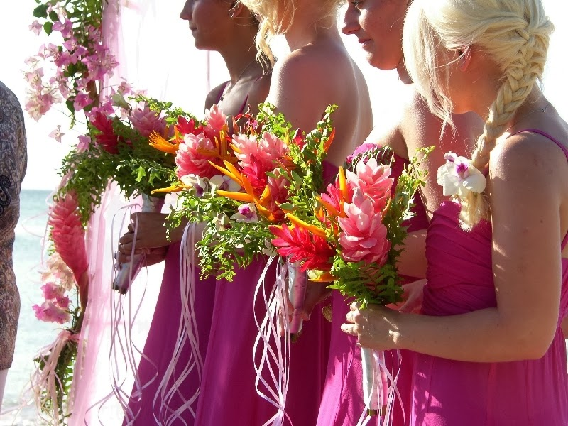 19 Tropical Wedding Bouquets - Style Motivation