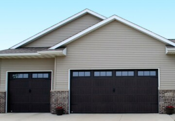 4 Tips to Repairing Your Garage Door - sagging, repairman, prblem, locks faulty, garage, frozen, door