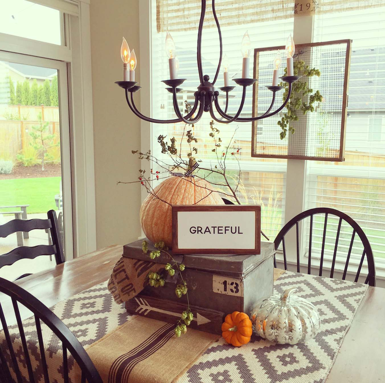 23 Amazing Farmhouse Fall Decorating Ideas - Style Motivation