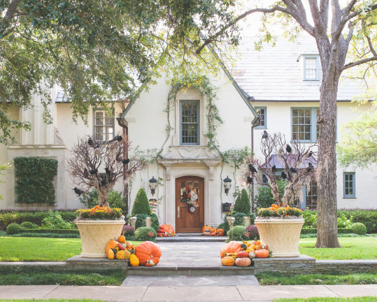 15 Spooky And Creative Outdoor Halloween Decorating Ideas Style