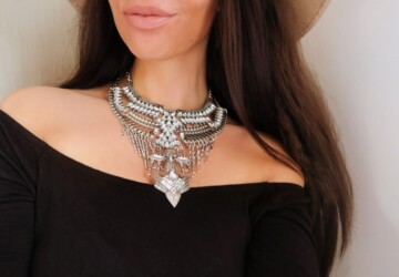 Jewelry and Outfit: How to Perfectly Match Them? - statement earrings, skin tone, match, jewelry, fashion