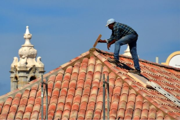 How To Choose The Right Roofing Contractor - warranaty, roofing contractor, roof, reviews, referrals, online, guarantee, estimates, contractor