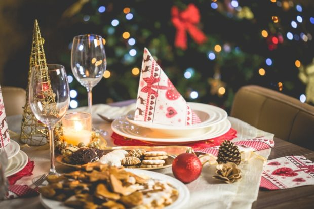 10 Old Fashioned Christmas Traditions Everybody Loves