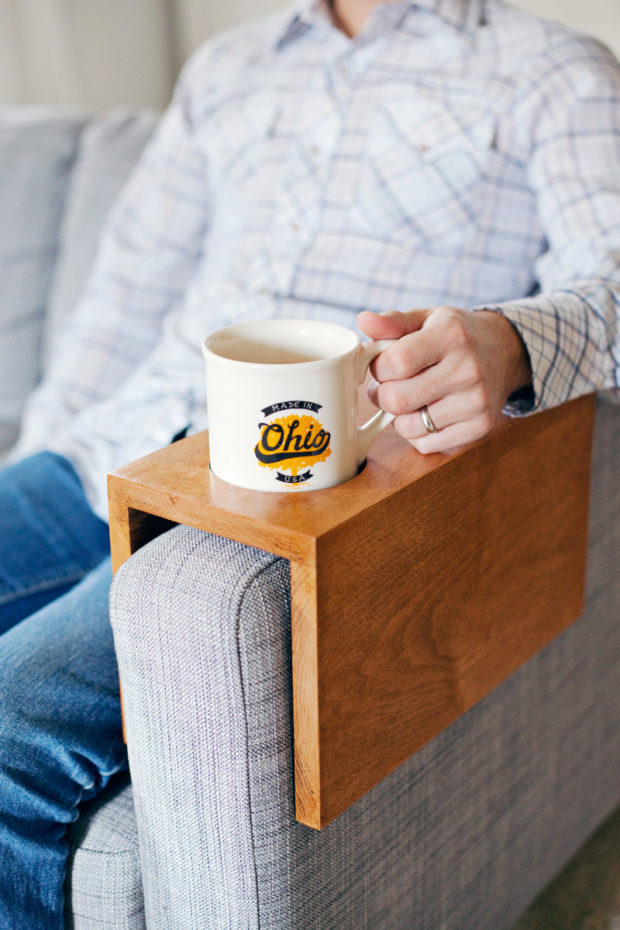 Source: https://abeautifulmess.com/2015/04/diy-wooden-sofa-sleeve-with-cup-holder.html